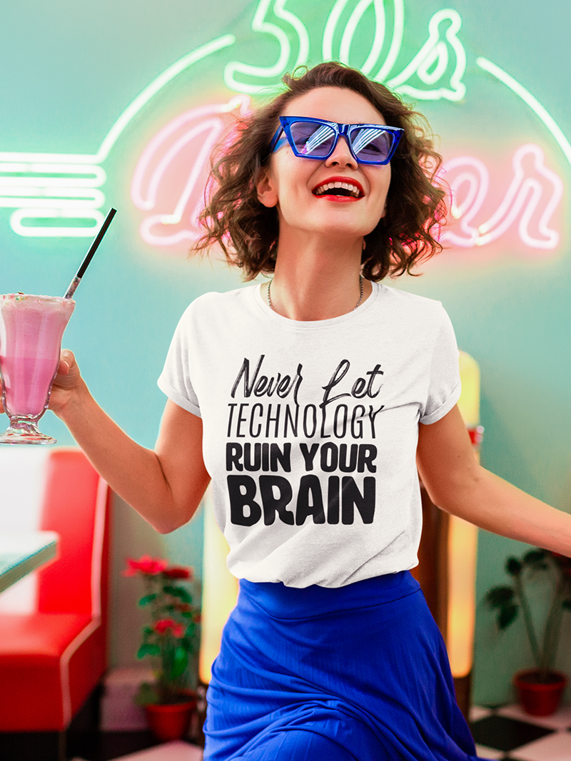 """Tricou """"Never let technology ruin your brain"""""""